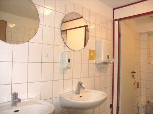 waschbecken in der damentoilette